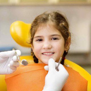 Imagen de niña en dentista