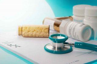 Imagen de medicamentos y utensilios médicos