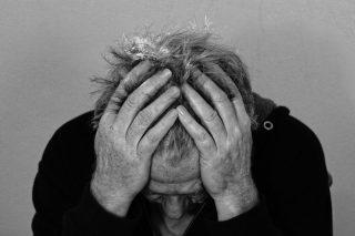 Hombre triste y depresivo
