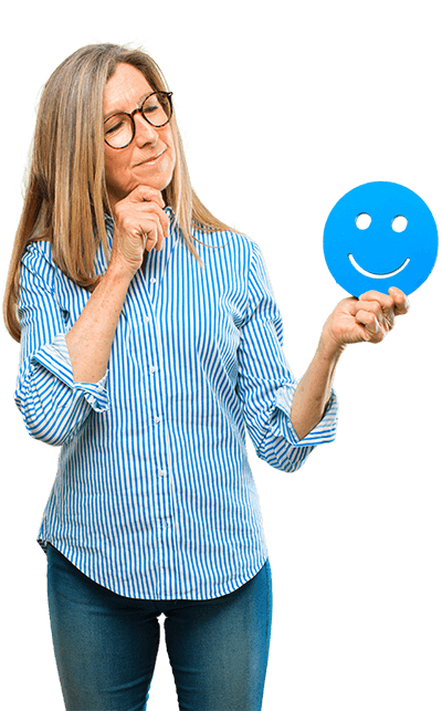 Mujer mirando objeto smile