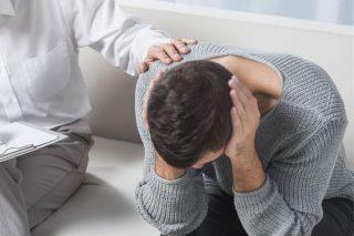Hombre con transtorno emocional